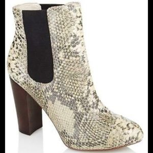 Juicy Couture Roxanna Snake boot 9